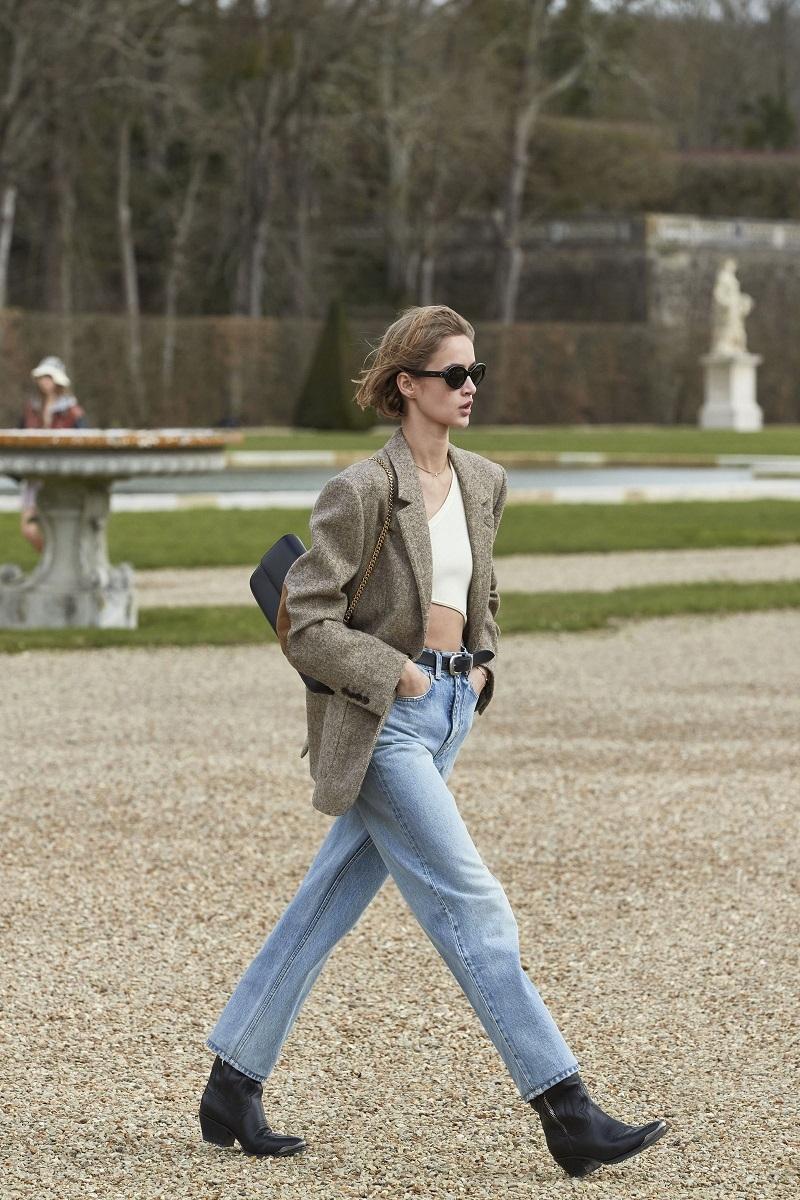 Гламурные платья и сапоги-казаки: смотрите, как прошел показ Celine в Версальских садах (ФОТО) - фото №6