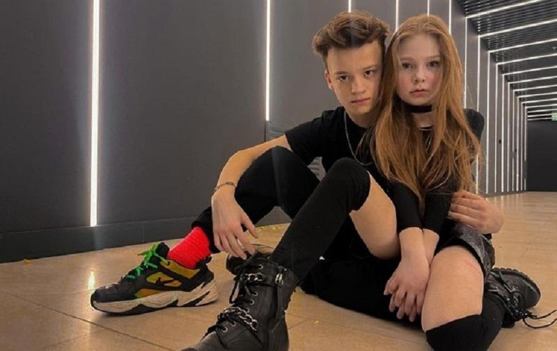 Аккаунты 8-летней блогерши и 13-летнего подростка заблокировали из-за их скандального романа - фото №1