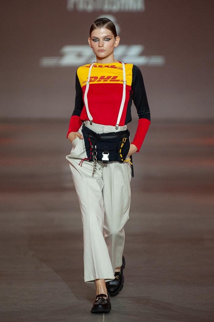 Униформа, яркие цвета и женственность: какие тренды показали молодые дизайнеры на UFW (ФОТО) - фото №1