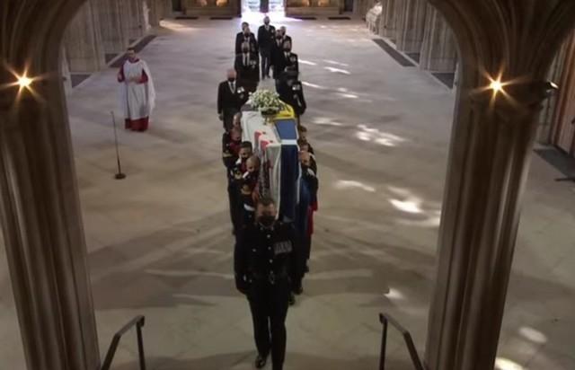 В Великобритании прощаются с принцом Филиппом: онлайн-трансляция - фото №3