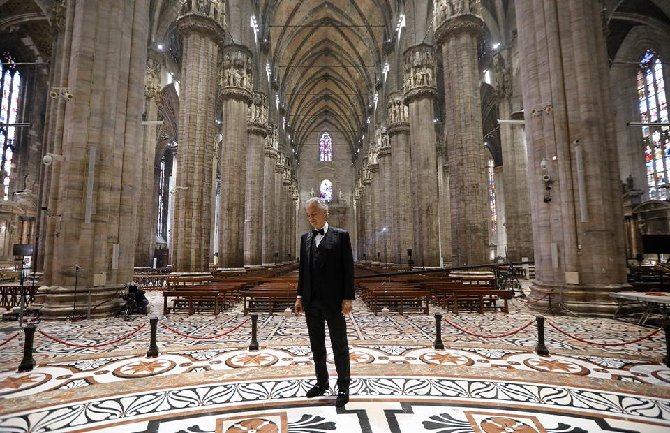 Андреа Бочелли провел пасхальный концерт в пустом Миланском соборе (ФОТО+ВИДЕО) - фото №1
