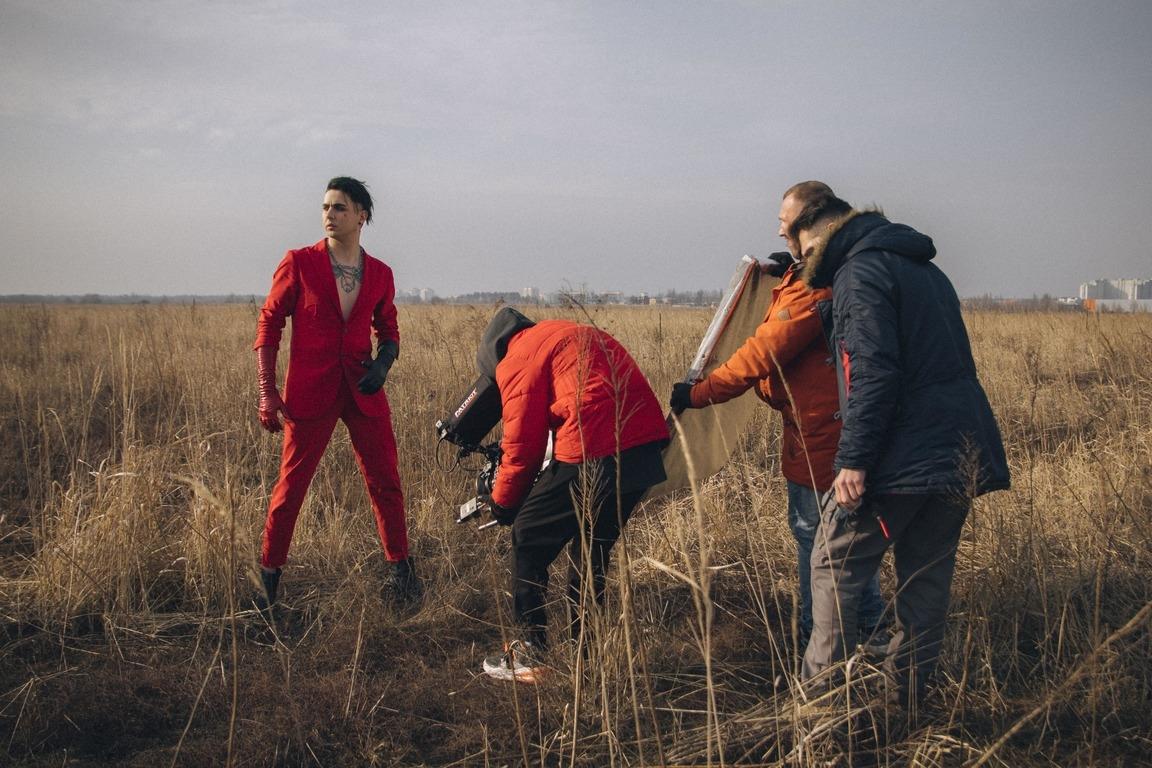 """""""І кров кипить"""":  MELOVIN презентовал автобиографический клип на новую песню - фото №2"""