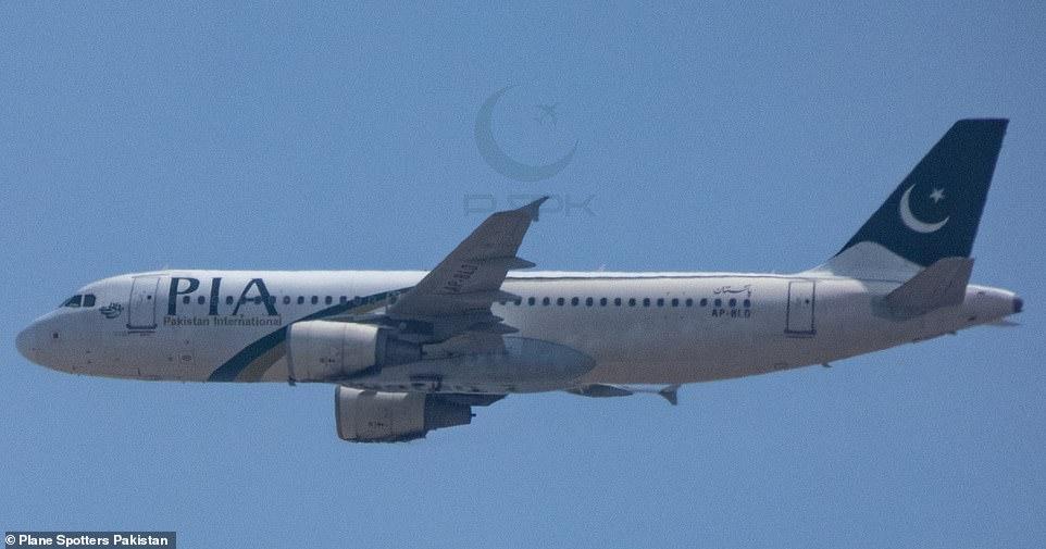 Рухнул на жилые дома: в Пакистане разбился пассажирский самолет А320 (ВИДЕО+ФОТО) - фото №3