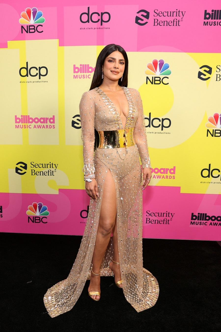 Billboard Music Awards 2021: Меган Фокс, Приянка Чопра, P!nk и другие на красной дорожке премии (ФОТО) - фото №3
