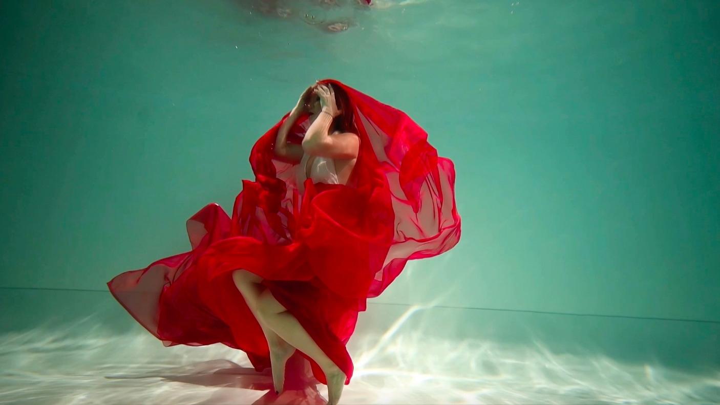 """Премьера от Lilu: экстрим под водой в новом клипе """"Відчуваю"""" - фото №1"""
