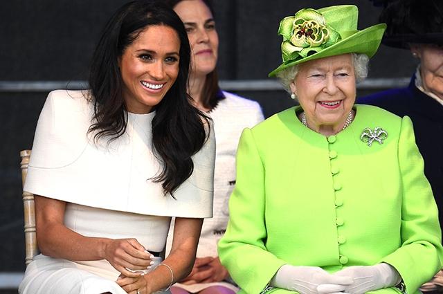 Елизавета II собирается подать в суд на принца Гарри и Меган Маркл - фото №1