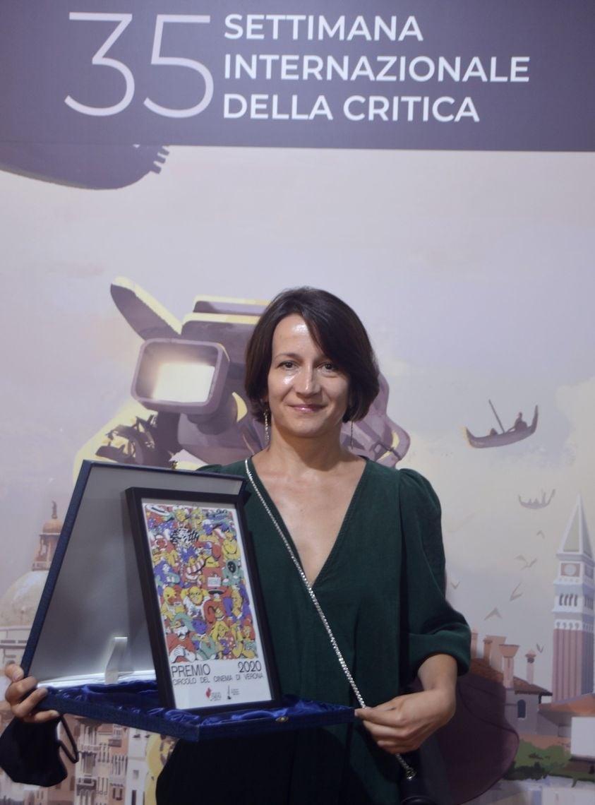 Наталья Ворожбит  с наградой на Венецианском кинофестивале