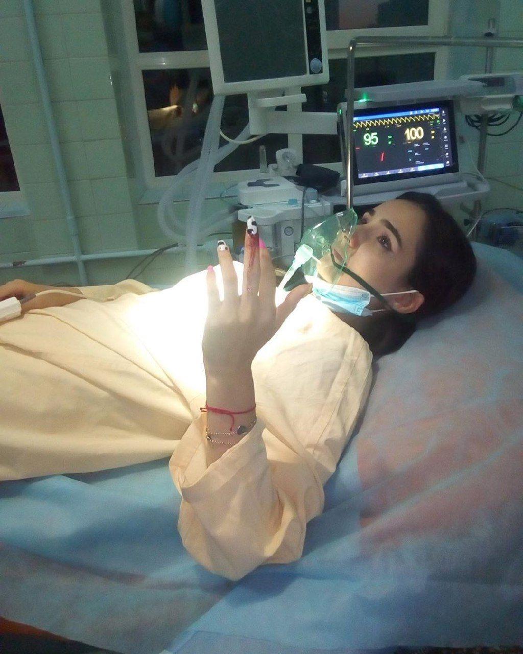 Анна Тринчер травма пальца