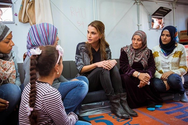 Уроки стиля: королева Иордании, которая не носит хиджаб - фото №12