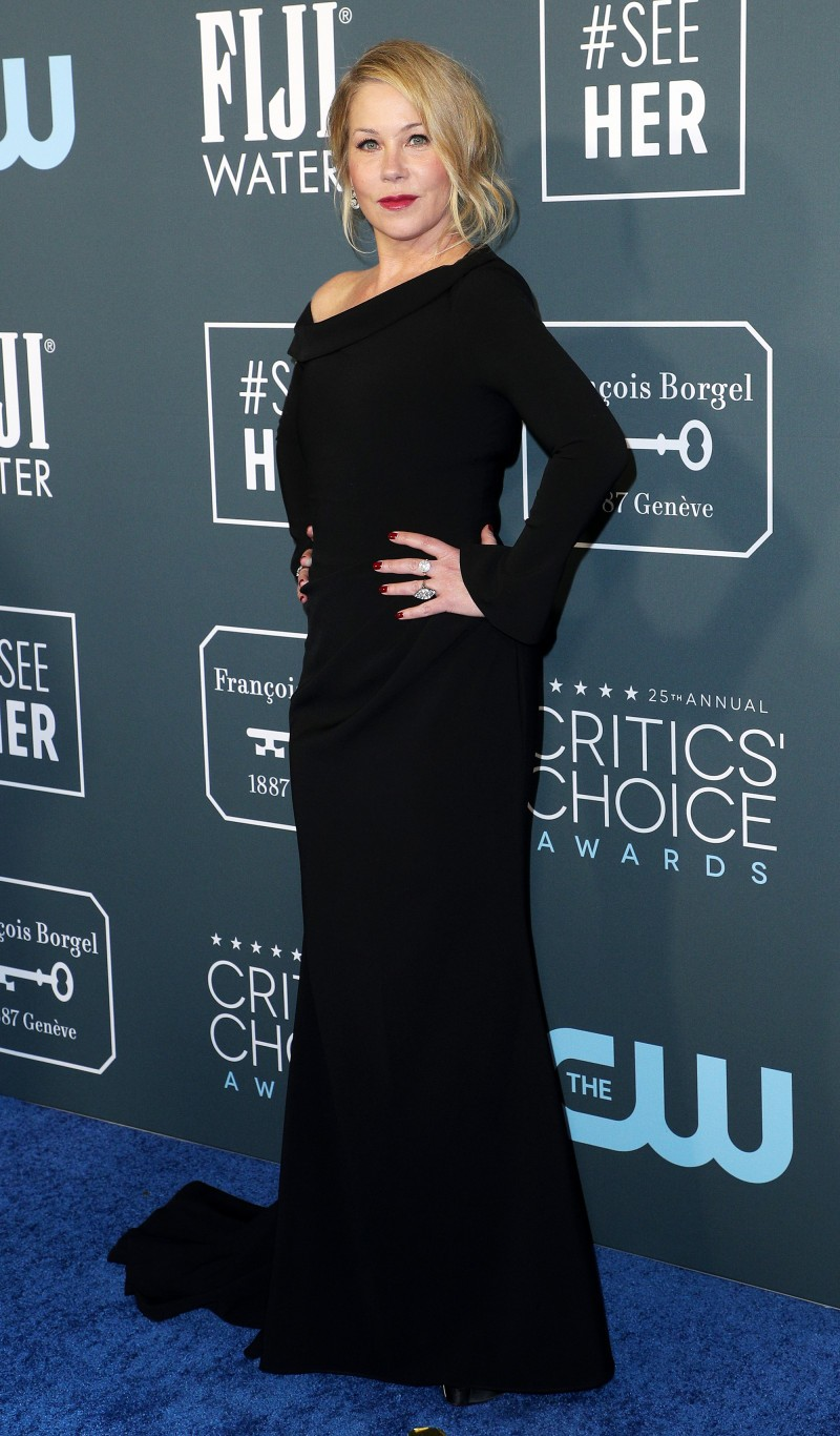 Critics' Choice Awards 2020: самые яркие наряды с красной дорожки - фото №23