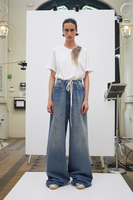 Асимметричные рубашки, удлиненные свитера и широкие брюки: обзор новой коллекции Maison Margiela (ФОТО) - фото №6