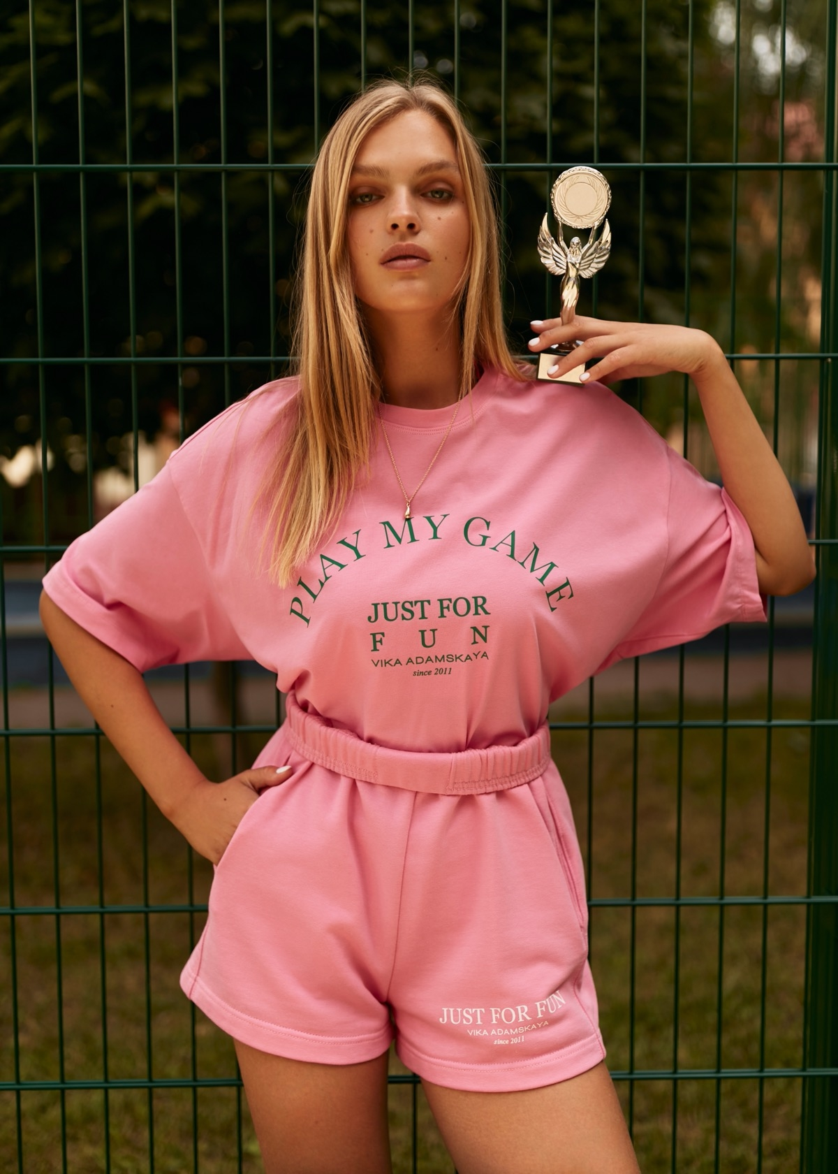 В этом мире побеждает любовь: бренд VIKA ADAMSKAYA представил новую коллекцию стильной спортивной одежды (ФОТО) - фото №2