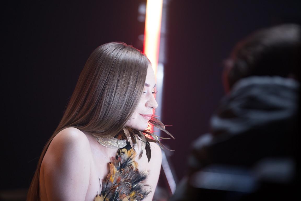 """""""Чари"""": Alloise презентувала мініальбом нового міжнародного проєкту VCHASNO - фото №1"""