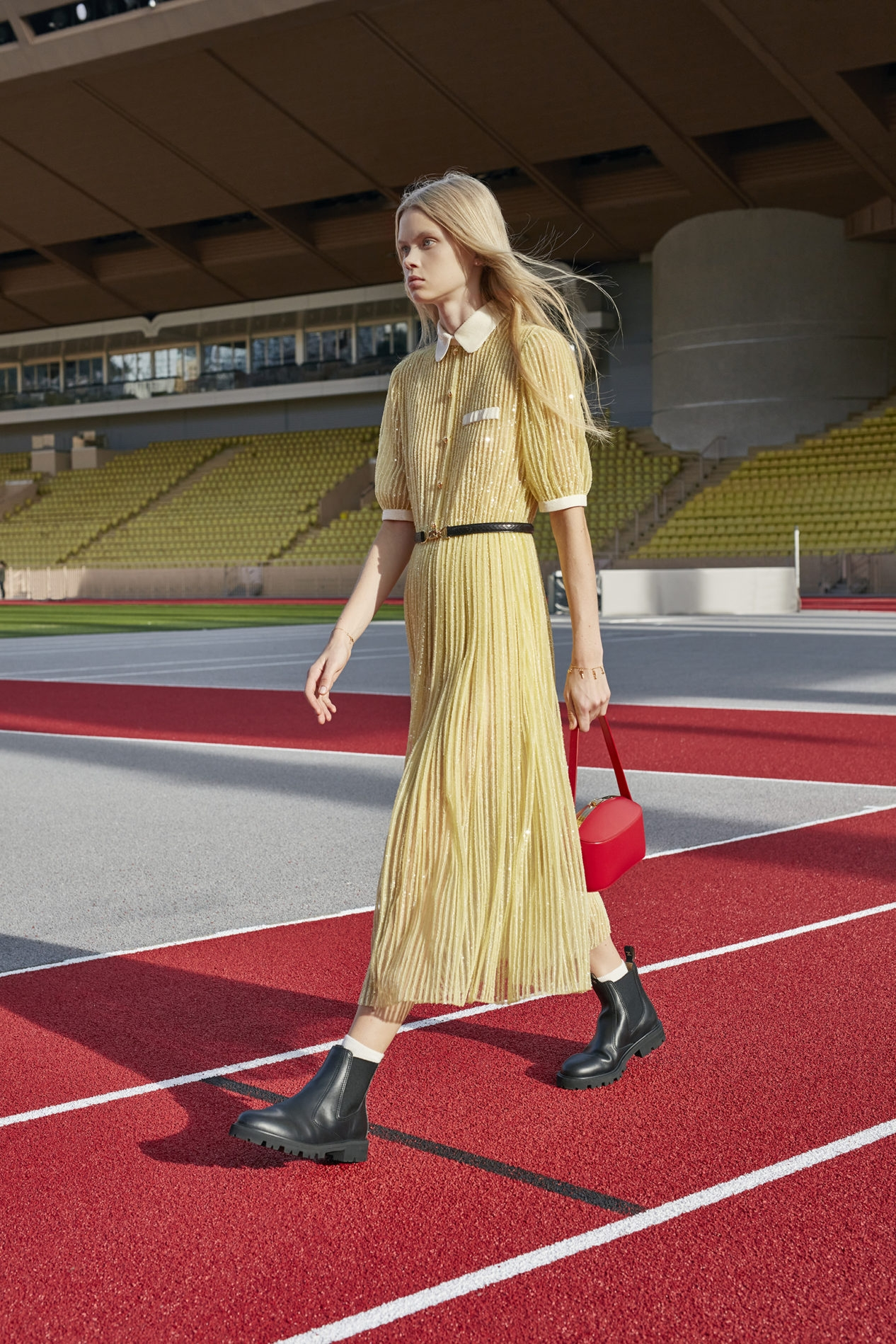 Французская романтика и спорт: Celine показали новую коллекцию весна-лето 2021 (ФОТО) - фото №2