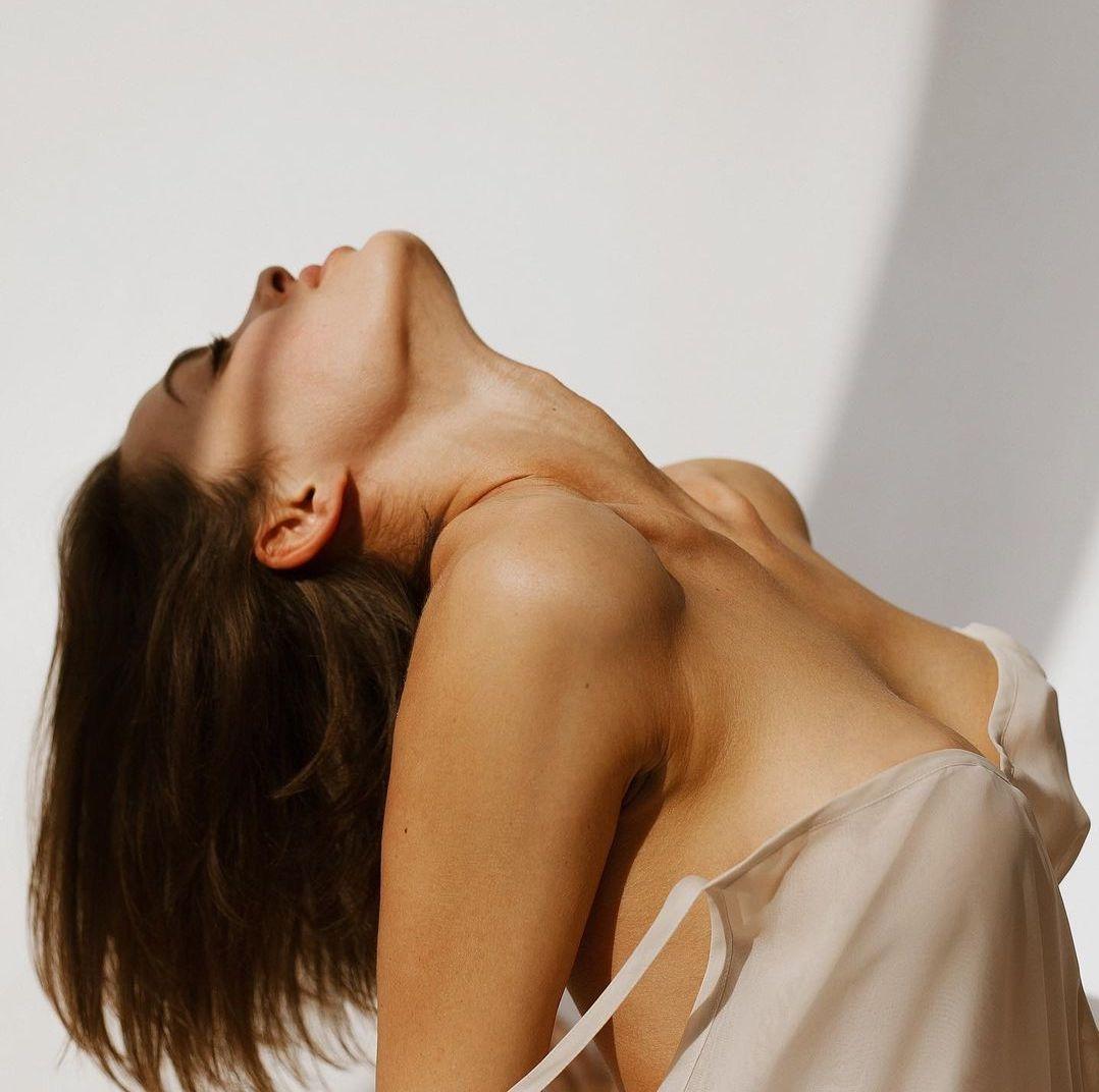 увеличить грудь без операции