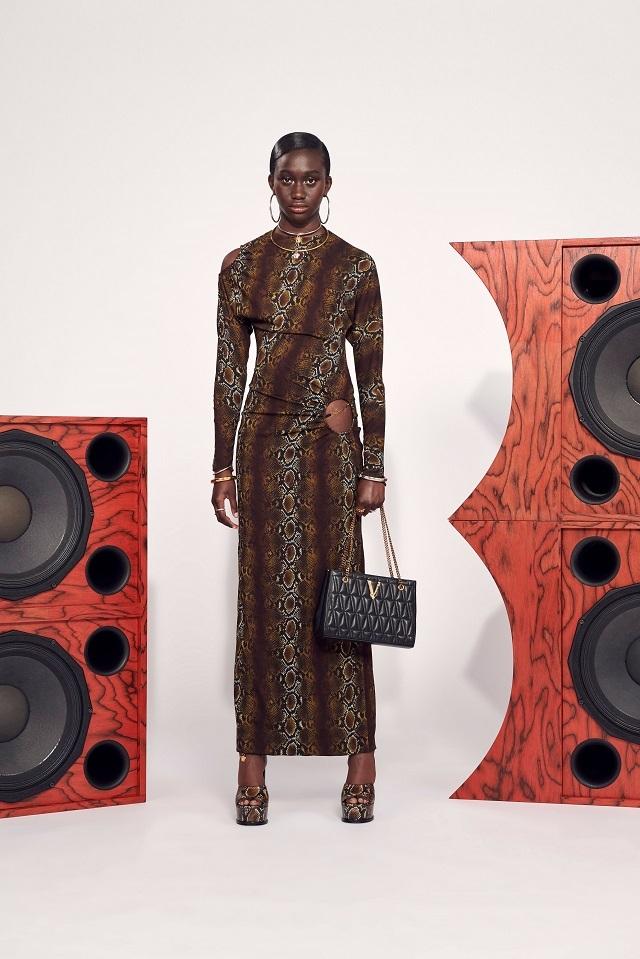 Брюки с низкой посадкой и змеиный принт: Versace представили новую круизную коллекцию (ФОТО) - фото №6