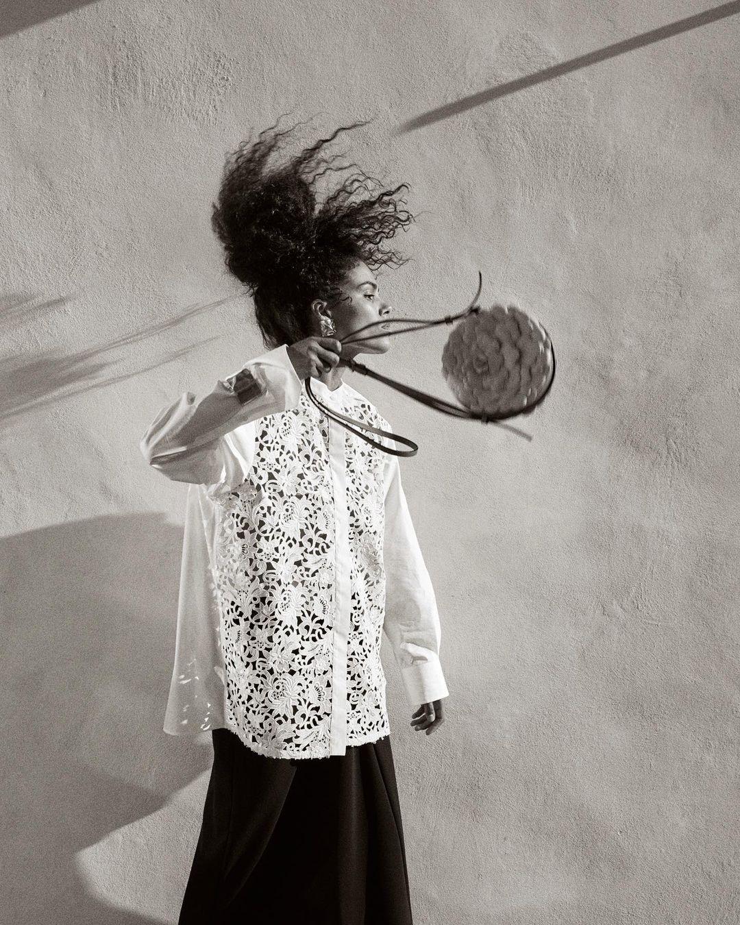 Тина Кунаки снялась обнаженной в рекламе Valentino (ФОТО) - фото №1