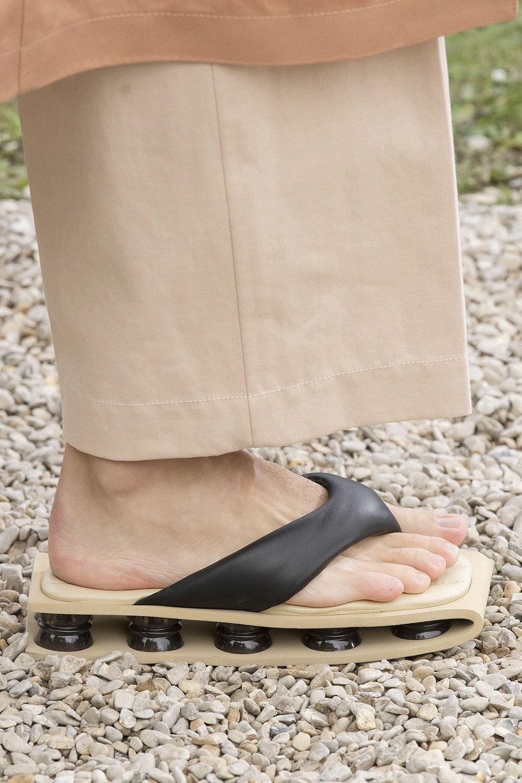 Бабушкин кардиган, широкие брюки и неон: трендовые вещи на весну 2021 года (ФОТО) - фото №20