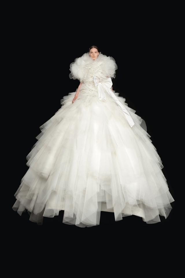 Высокая мода и королевские наряды: новая коллекция Valentino Haute Couture 2021 (ФОТО) - фото №4