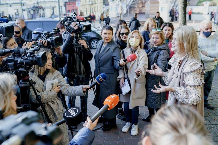 Скульптура Проні Прокопівни у Києві заговорила українською мовою - фото №3