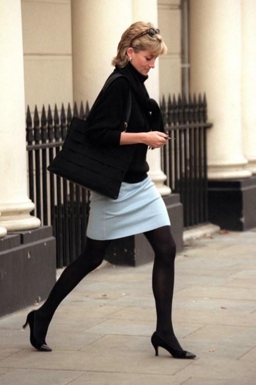 Как стильно носить свитер: следуем примеру принцессы Дианы - фото №8