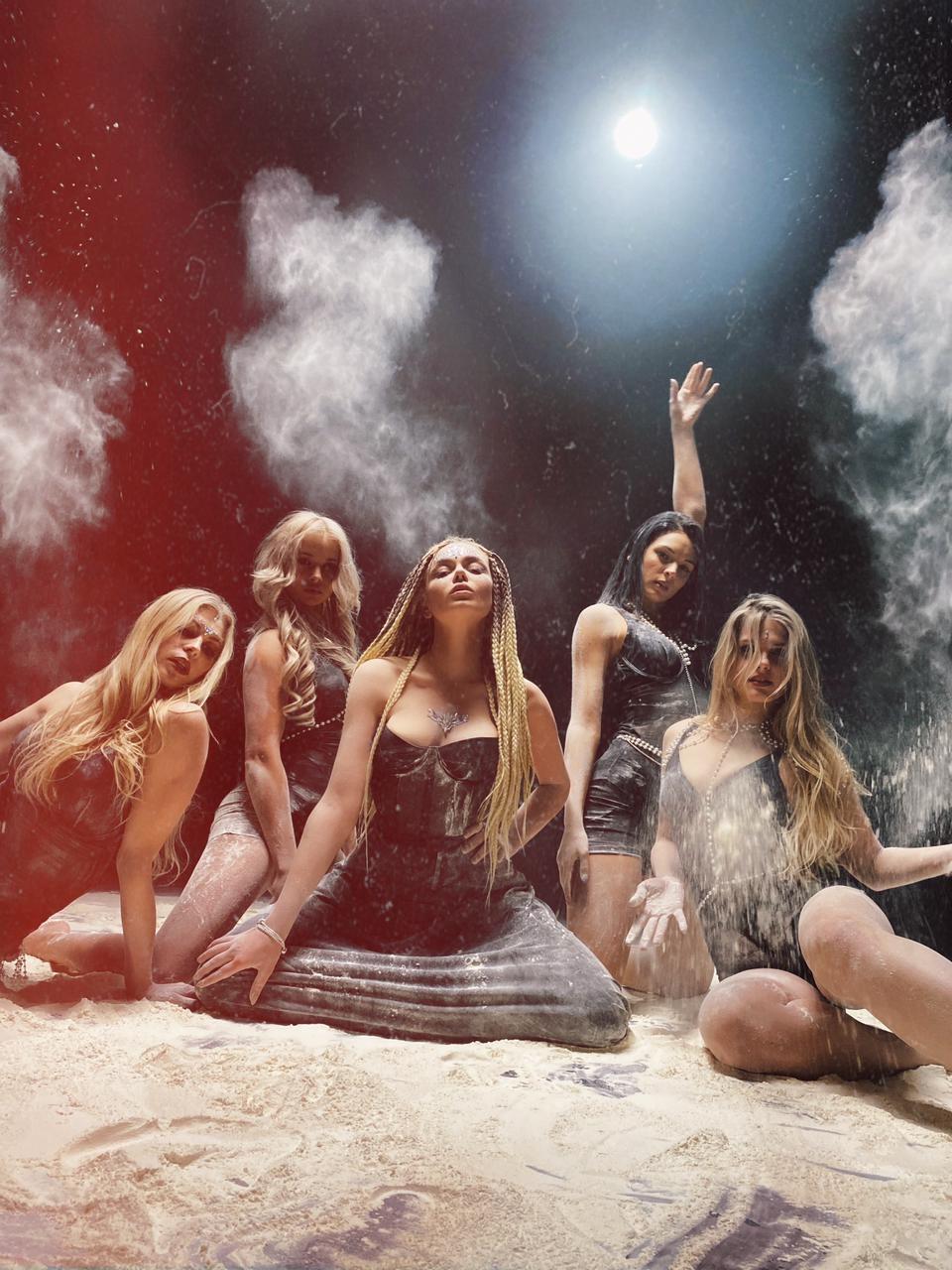 "GROSU представила клип на украиноязычную песню ""МІРІАДА"" (ВИДЕО) - фото №3"