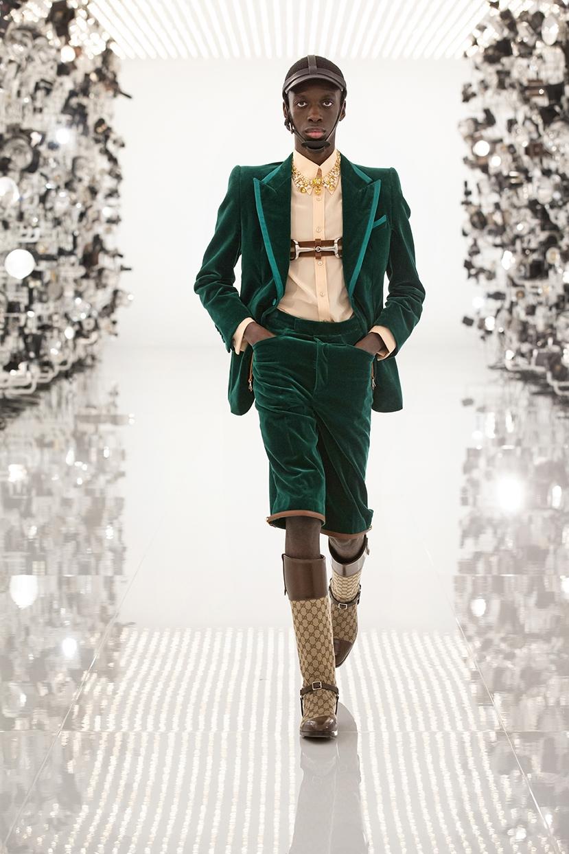 Огромные плечи и сумки в виде сердца: Gucci представили коллаборацию с Balenciaga (ФОТО) - фото №1