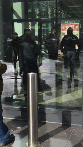 Коронавирус в Италии: покупатели отказываются платить в супермаркетах - фото №3