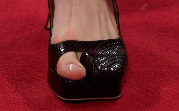 Еще один тренд, который вас удивит: обувь с открытым большим пальцем - фото №5