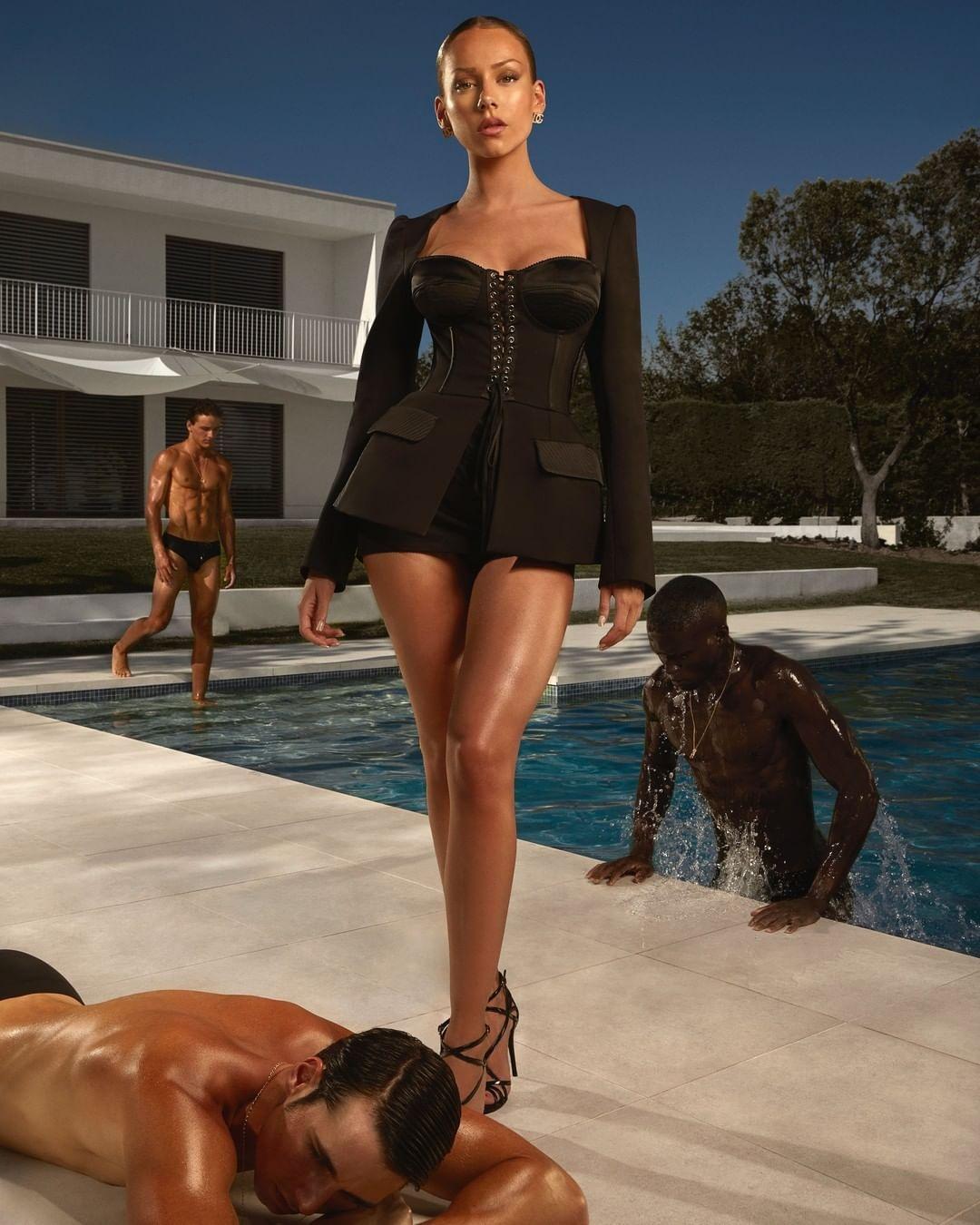 """Звезда сериала """"Элита"""" Эстер Экспосито стала лицом новой рекламной кампании Dolce&Gabbana (ФОТО) - фото №6"""