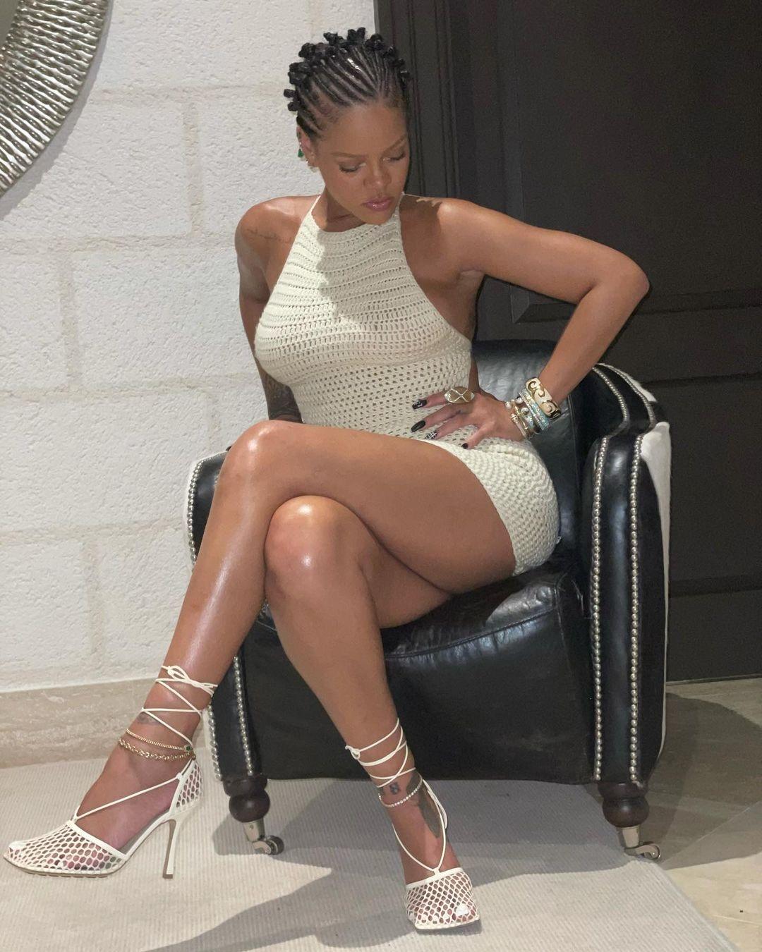 Образ дня: Рианна показала самое модное платье этого лета (ФОТО) - фото №1