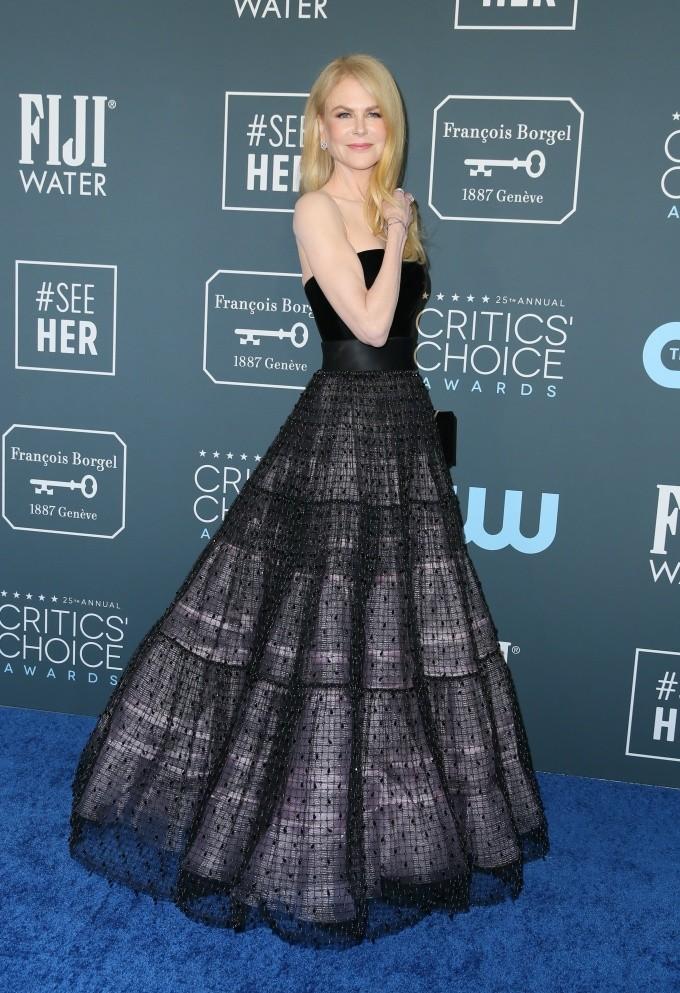 Critics' Choice Awards 2020: самые яркие наряды с красной дорожки - фото №13