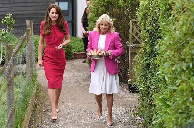 Иконы стиля носят розовый: смотрите, как прошла первая встреча Кейт Миддлтон и Джилл Байден (ФОТО) - фото №2