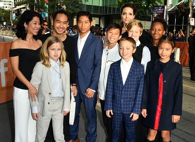 Дети Анджелины Джоли и Брэда Питта могут дать показания против отца - фото №2