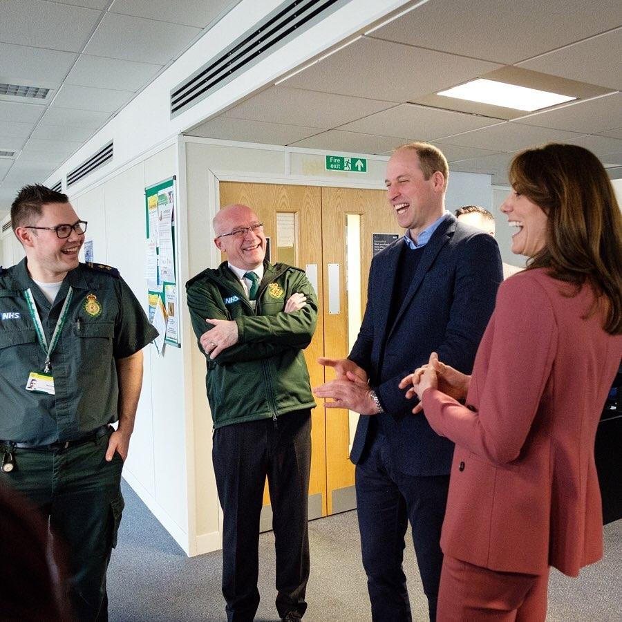 Кейт Миддлтон и принц Уильям посетили лондонский центр скорой помощи (ФОТО) - фото №2