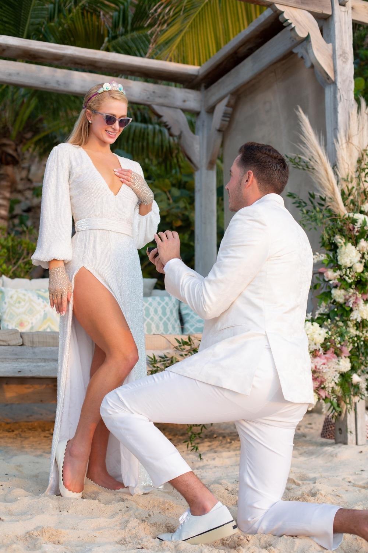 10 платьев и модное шоу: появились подробности грядущей свадьбы Пэрис Хилтон и Картера Реума - фото №1