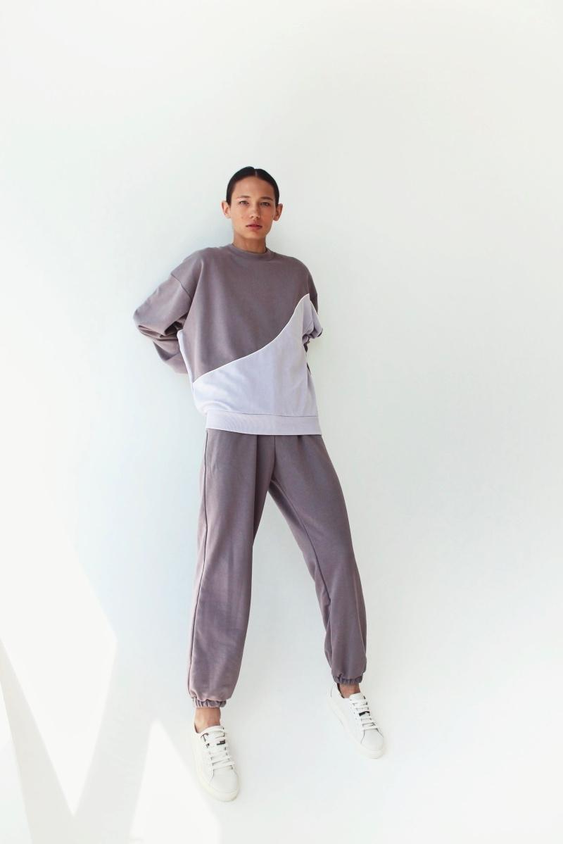 Спортивные костюмы в стиле пэчворк и футболки с предсказаниями: TATMAN представили новую линию комфортной одежды - фото №2