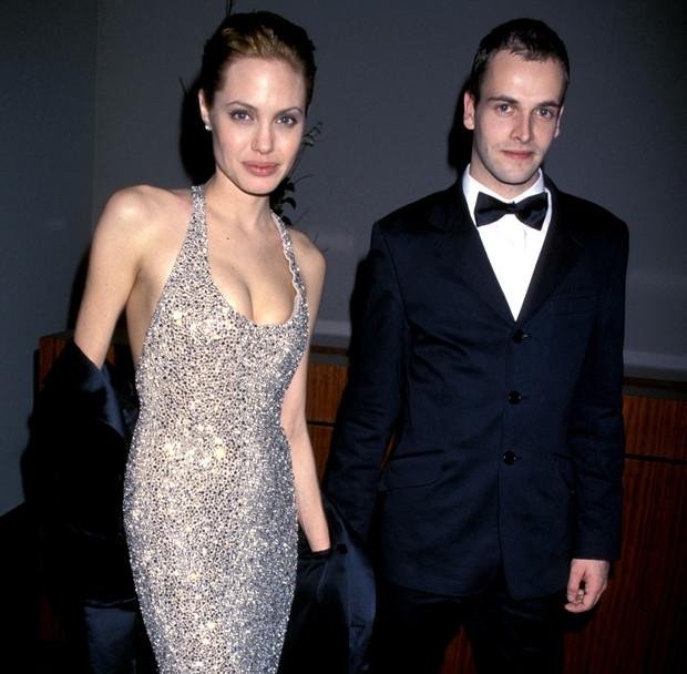 Анджелина Джоли спровоцировала слухи о возвращении к бывшему мужу - фото №1