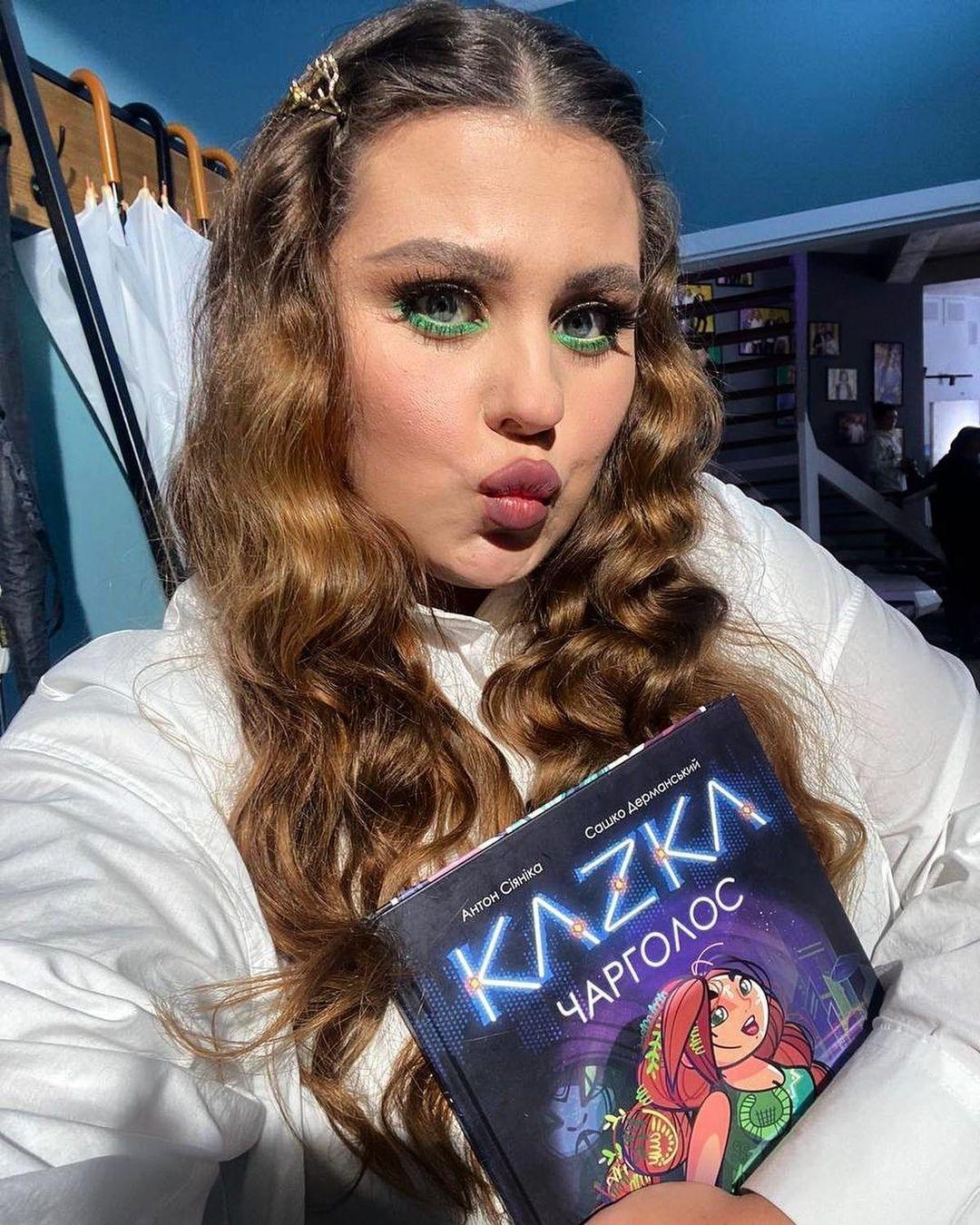 """Группа KAZKA выпустила детскую книгу, в которой персонажи """"оживают"""" в дополненной реальности - фото №2"""