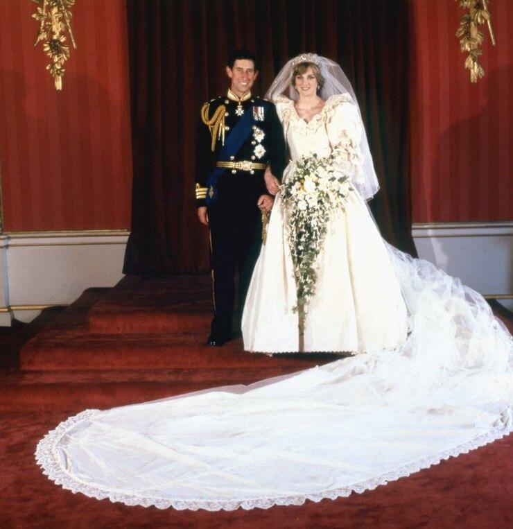 """600 часов работы и 100 метров кружева. Как шили свадебное платье принцессы Дианы для 4 сезона сериала """"Корона"""" - фото №2"""