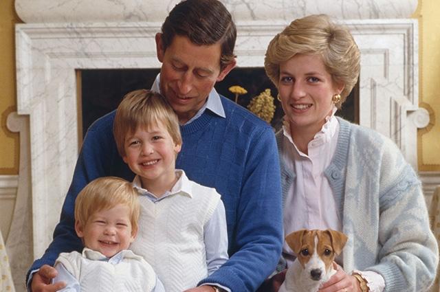 Принцесса Диана с детьми и мужем