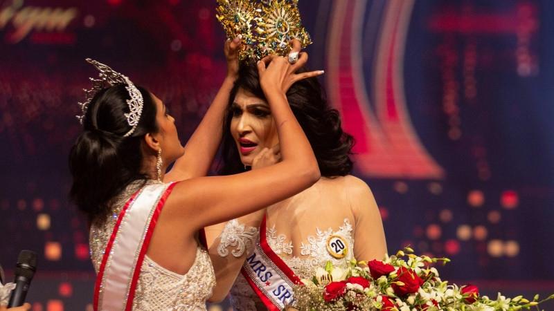 """Победительницу конкурса """"Миссис мира — 2020"""" арестовали за нападение на """"Миссис Шри-Ланка — 2021"""": рассказываем, что произошло - фото №1"""