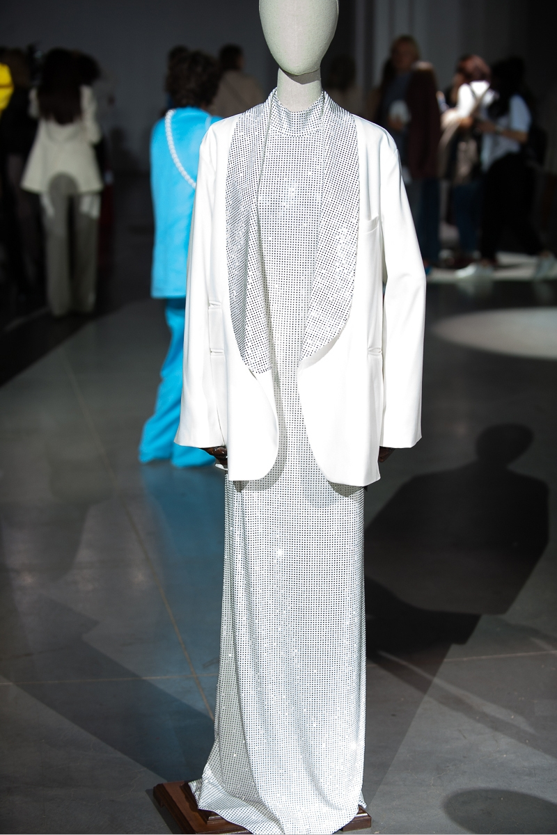 Меньше ткани, больше тела: как прошел второй день Ukrainian Fashion Week noseason sept 2021 - фото №23