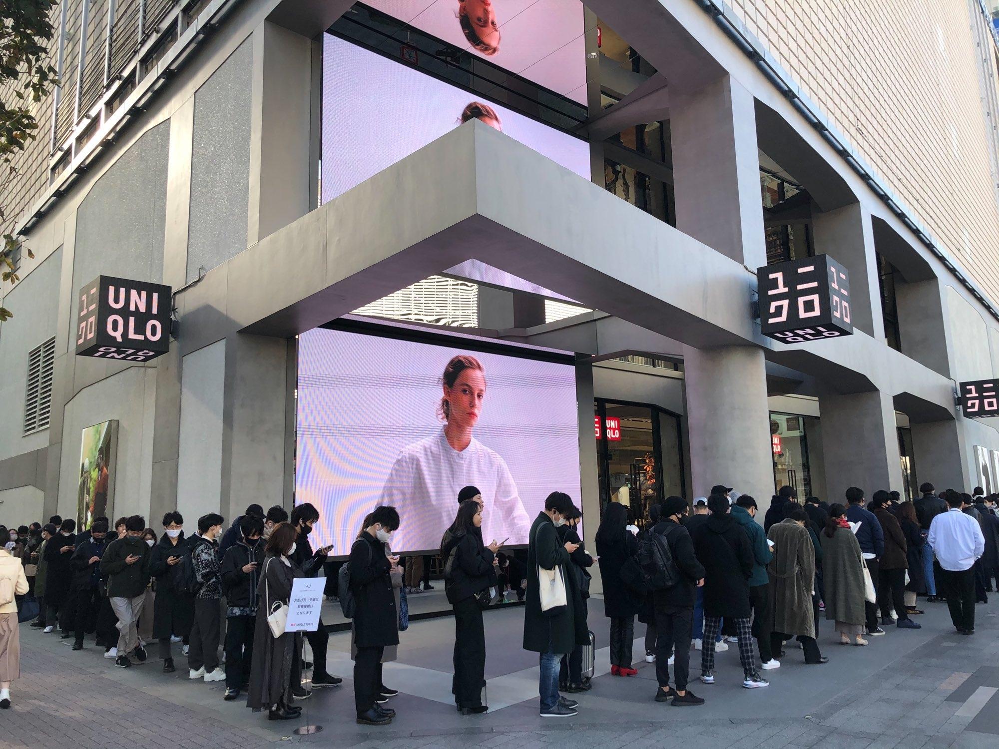 Покупатели разгромили Uniqlo в Токио. В чем причина? - фото №1