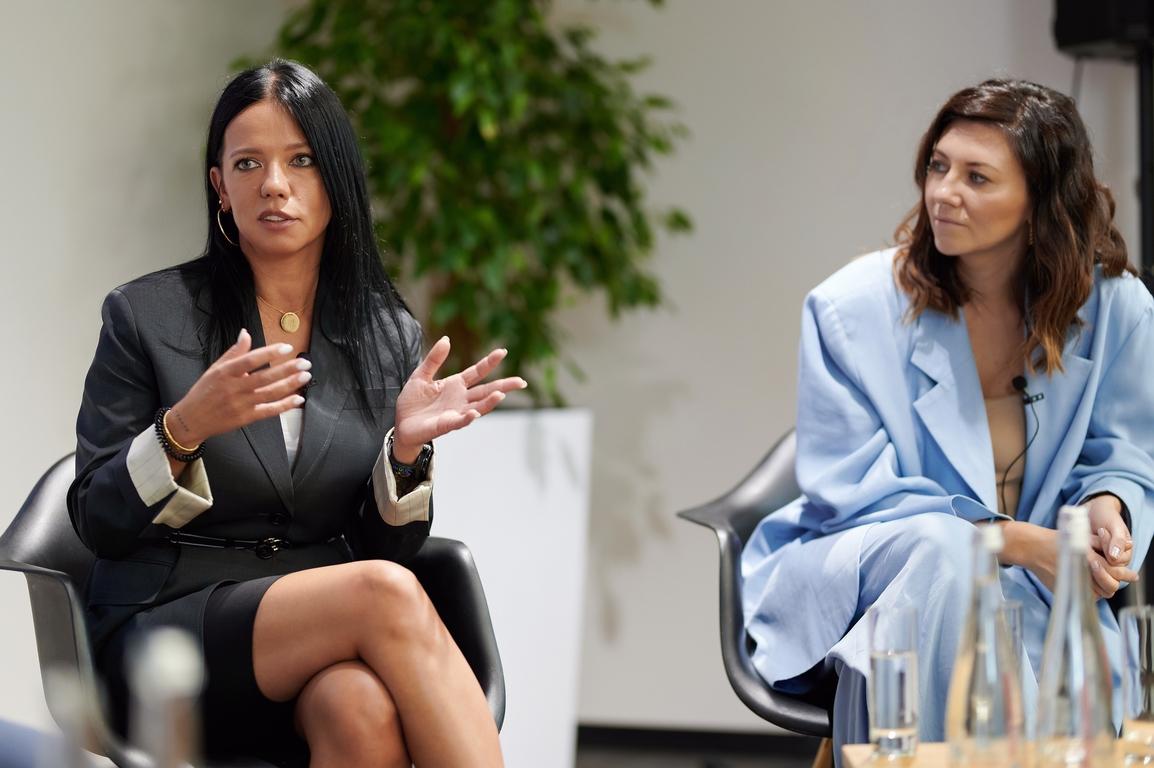 """Ірина Горова та Лера Бородіна під час дискусії """"Онлайн-освіта для дітей 2020: виклики і рішення"""""""