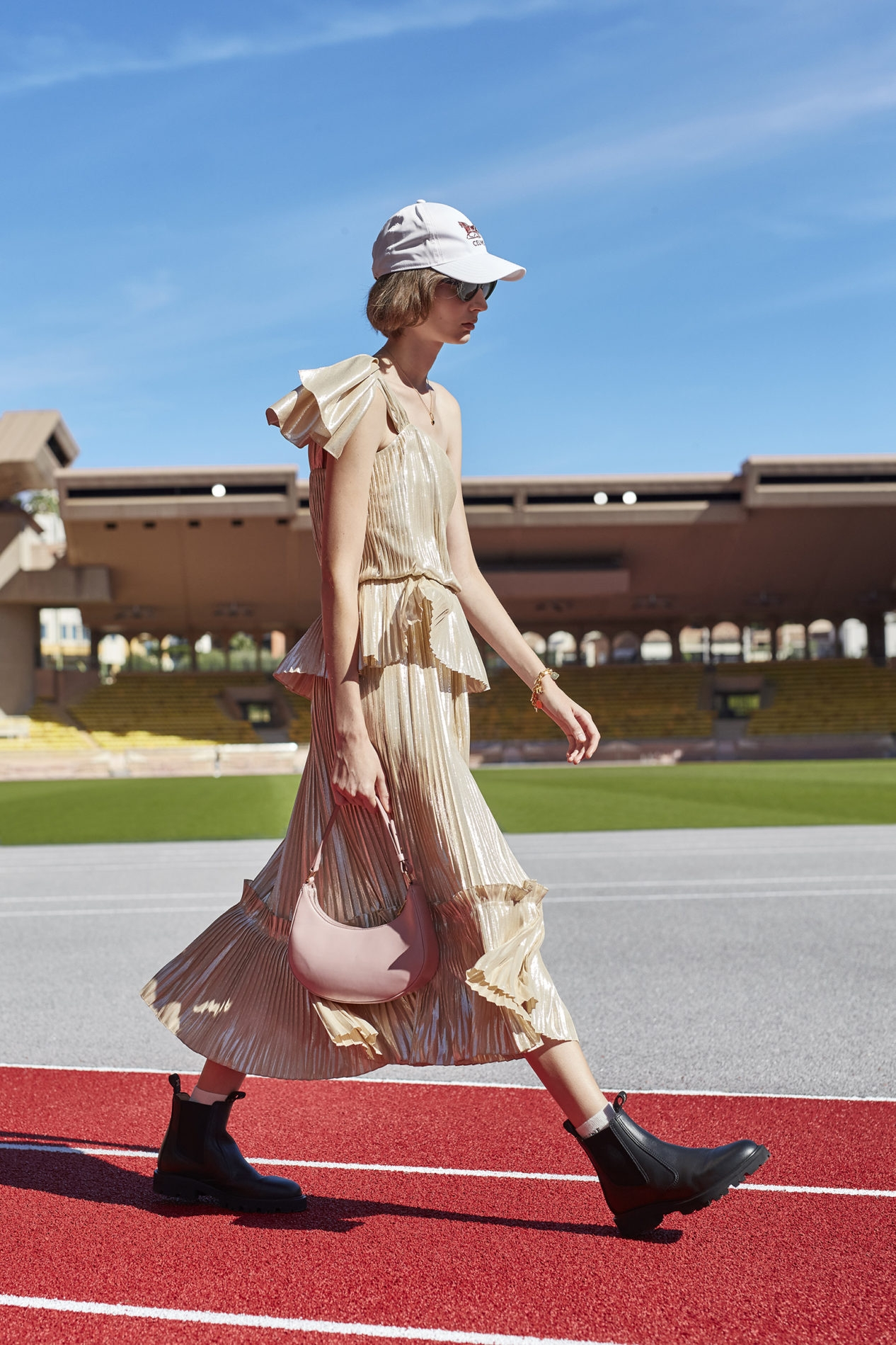Французская романтика и спорт: Celine показали новую коллекцию весна-лето 2021 (ФОТО) - фото №4