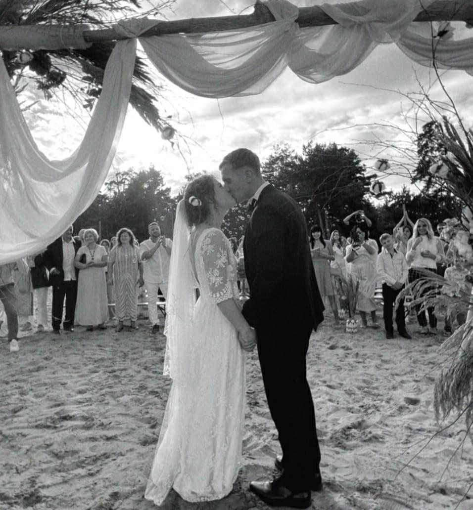 Популярные украинские актеры Дмитрий Сова и Даша Легейда поженились - фото №1
