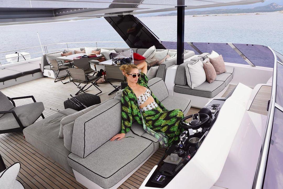 Пэрис Хилтон и ее жених Картер Реум наслаждаются отпуском на Сардинии (ФОТО) - фото №1