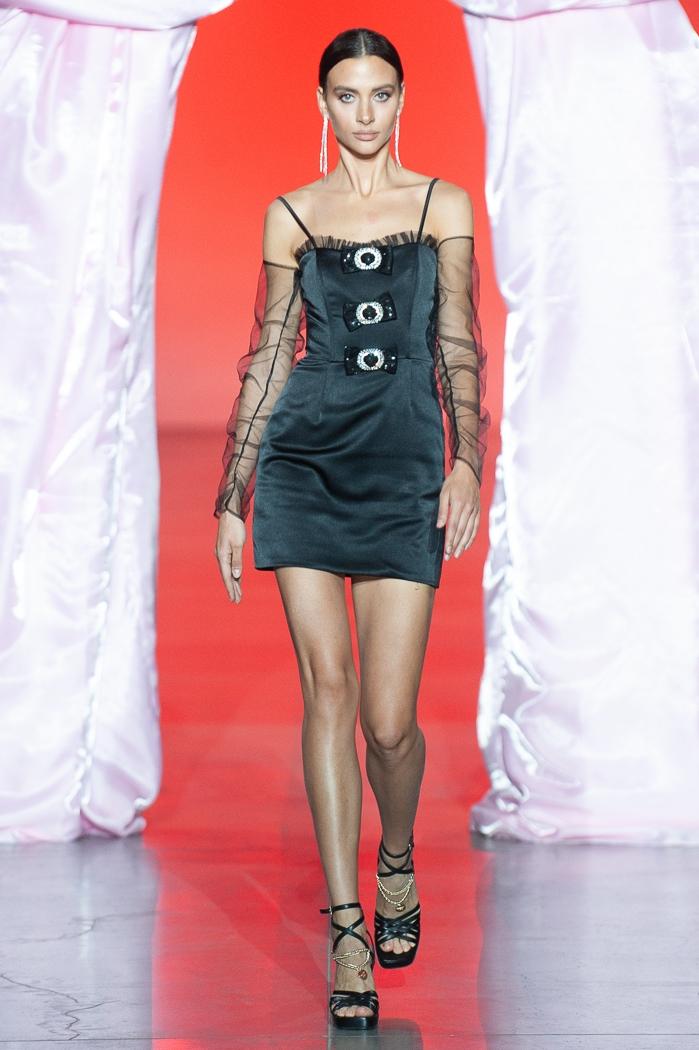 Меньше ткани, больше тела: как прошел второй день Ukrainian Fashion Week noseason sept 2021 - фото №15
