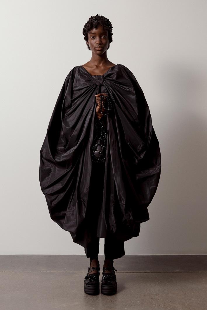 """""""Взрывной, отрезвляющий, зловещий"""": как прошел показ Simone Rocha в лондонской галерее (ФОТО) - фото №5"""